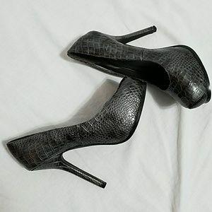 Raquel - Croc Gray Wet Seal heels size 6.5