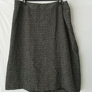 NWT 24W Black and White Skirt