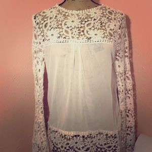 Beautiful lace detailed long sleeve