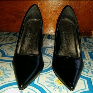 Black Pointed Toe Heels. Size 6