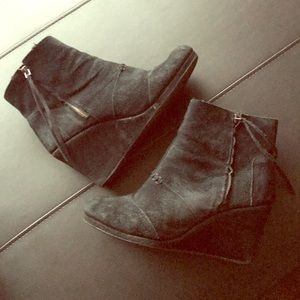 Toms ankle heeled booties