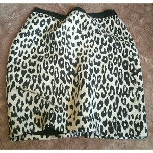 Ann Taylor/ Animal Print Mini Skirt