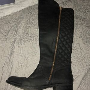 Steve Madden Quilted black boots