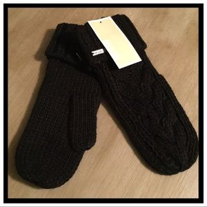 NWT Michael Kors Cable Knit Mittens