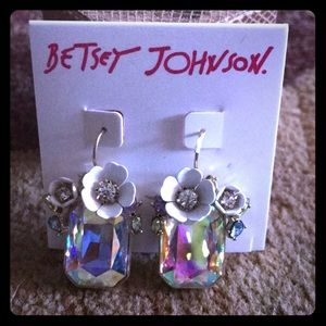 NWT BETSEY JOHNSON EARRINGS SO GORGEOUS 🌸(HAVE 2)