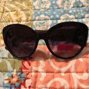 New Betsey Johnson meow about it sunglasses