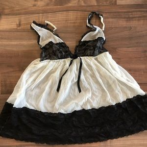 {Victoria's Secret} Lacey Black and White Babydoll