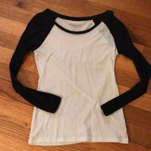 American Eagle favorite tee Size S black & white!