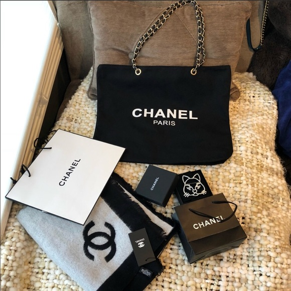 CHANEL Bags   Authentic Vip Gold Chain Canvas Tote Bag   Poshmark 1acb264f1e