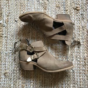 Steve Madden Cinch Ankle Bootie