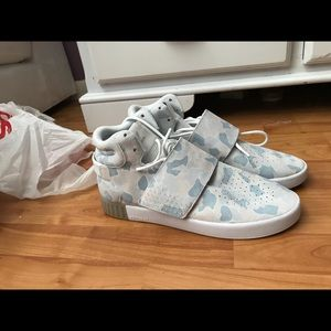 meet 8ea59 dcee0 adidas Shoes - ADIDAS TUBULAR INVADER STRAP CAMOUFLAGE GREY PINK
