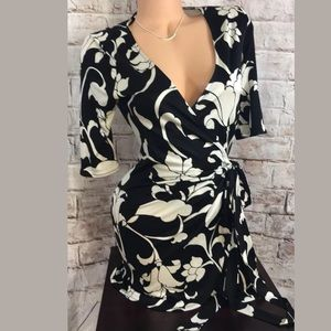 White House Black Market 100% Silk Tunic Wrap Robe