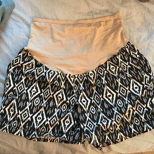 Patterned maternity shorts