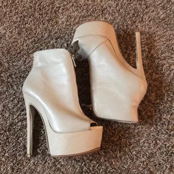02aede1c393 Steve Madden Cream colored Vahalla heels