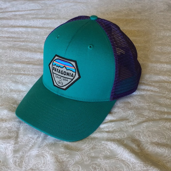 Patagonia Accessories - Patagonia Fitz Roy Hex Trucker Hat baf99c6e606d