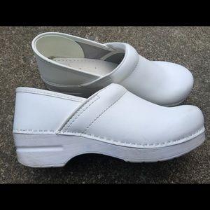 Women's Dansko White Leather Clogs Size 11/41 Wide