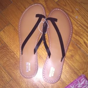 NWOT Mossimo Supply Co Flip Flops
