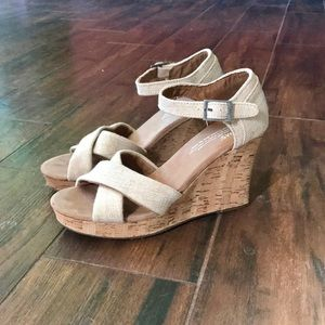 TOMS Tan/Nude Wedges!💛