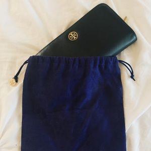 💯 Tory Burch unique faced wallet