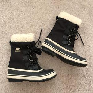 Sorel. Winter Carnival Boot. Black + Stone.