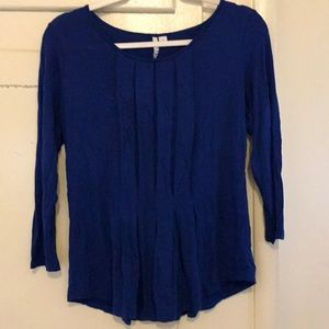Adorable blue flowy blouse. Very slimming