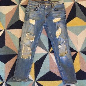 Zara distressed boyfriend jeans size 6/28