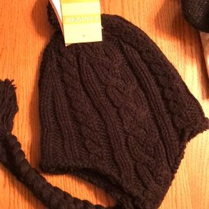 Isotoner knitted winter hat