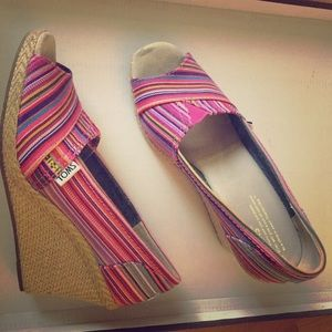 Cute Toms wedges only worn once!