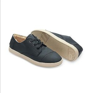 Toms Paseo synthetic leather shearling shoes