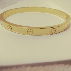 Jewelry - NEW IN!!! Gold screw bangle