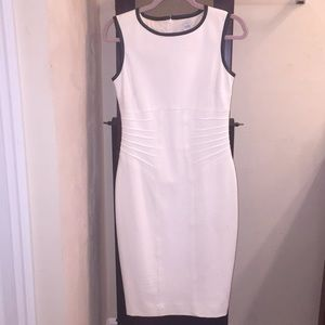 white and black crew-neck sleeveless fitted dress