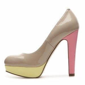 G by Guess colorblock heel 8.5 beige, yellow, pink