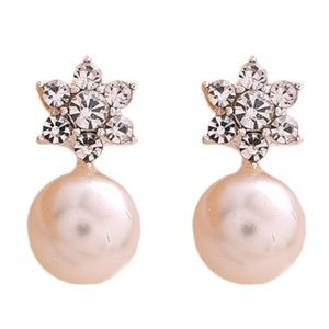 🎁🎄❄️Pearl & Snowflake Earrings