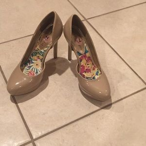 Madden girl high heels in great condition