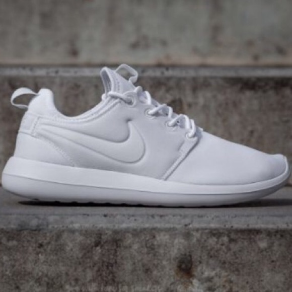 23edae8443c0 Women s White Nike Roshe Two - no box included