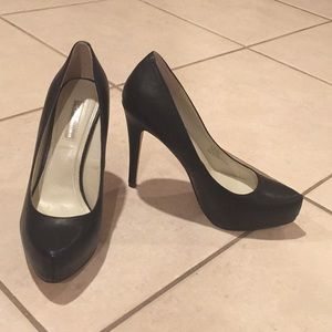 BCBG black heels in perfect condition