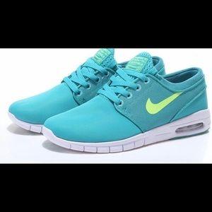 Nike SB Janoski Max Shoes