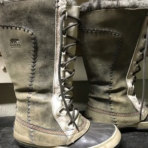Gently used Supercuts Women's Sorel winter boots