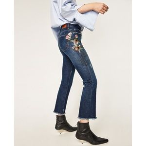 NWT Zara Floral Embroidered Cropped Fray Jeans