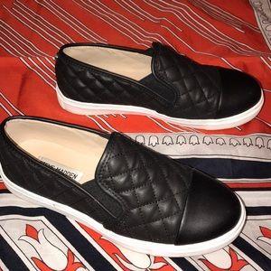 Like new Steve Madden slip-on shoes SUPER CUTE