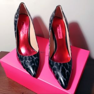 Betsey Johnson Warner Pumps
