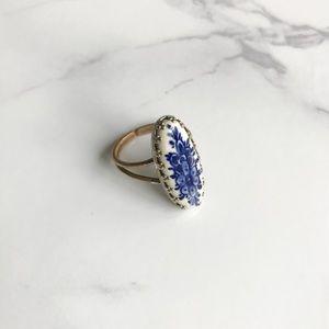 Vintage • porcelain ring