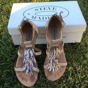 STEVE MADDEN fringe sandals 🌸💐💜💗