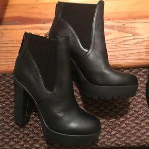 Steve Madden Amanda boots size 8 price negotiable