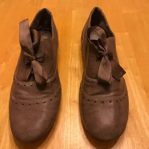 Tan leather oxfords