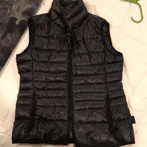 CK packable lightweight black vest