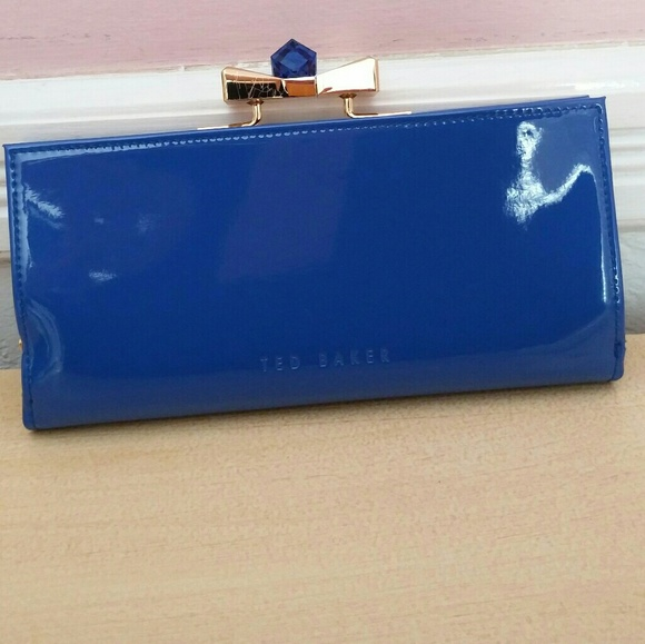 5a524c8cca883 Ted Baker Blue Patent Leather Wallet Franny Bow. M 5a3073bac6c79515d500a182