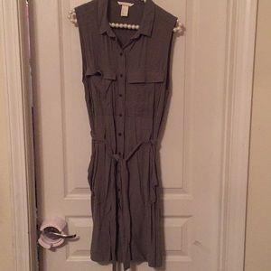 H&M sleeveless button front dress