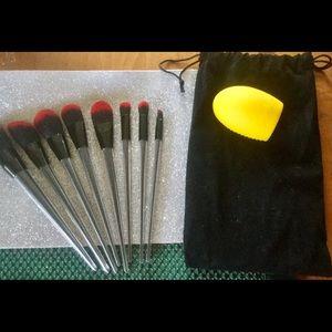 NEW: 8 Piece Gorgeous Brush Set!