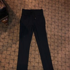 Lululemon Will pants. Size 6.